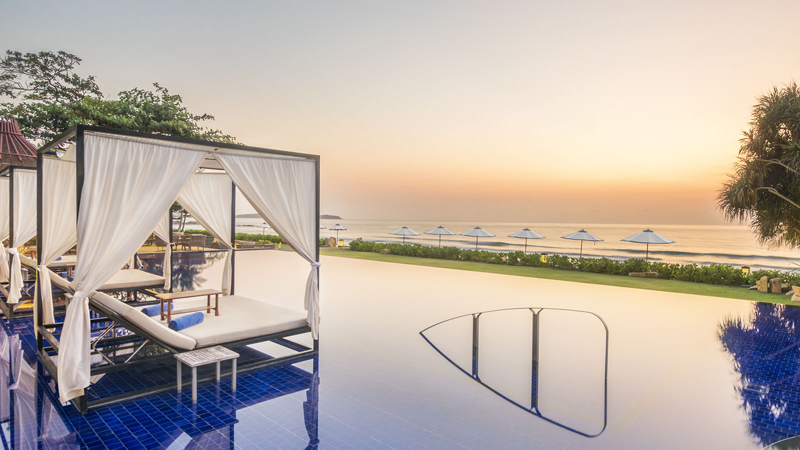 Infinity Pool |  Vana Belle, A Luxury Collection Resort, Koh Samui